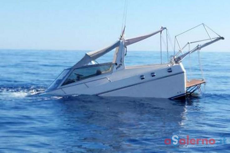 Affonda barca a largo di Salerno, salvati due adulti e un bambino - aSalerno.it