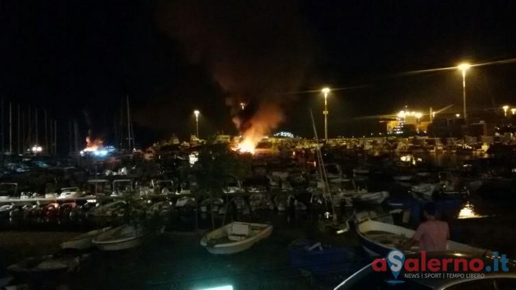 Fiamme al Porto di Salerno, Capitaneria apre indagine per accertare le cause dell'incendio - aSalerno.it