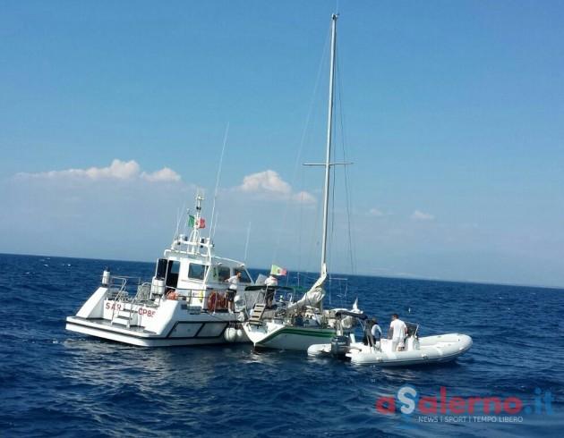 Barca a vela rischia di affondare, Guardia Costiera salva quattro persone - aSalerno.it