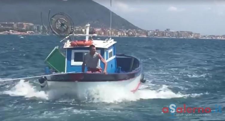 FOTO – Pescatore salernitano alla deriva, soccorso e trasportato al porto Masuccio - aSalerno.it