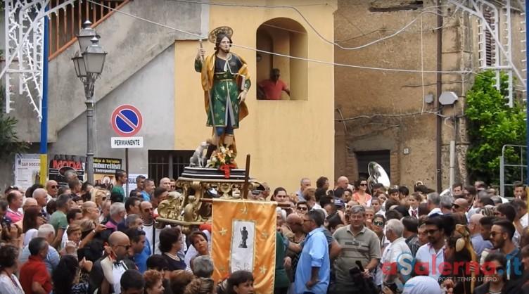Tensione a Siano, spara con la pistola a salve durante la festa di San Rocco - aSalerno.it