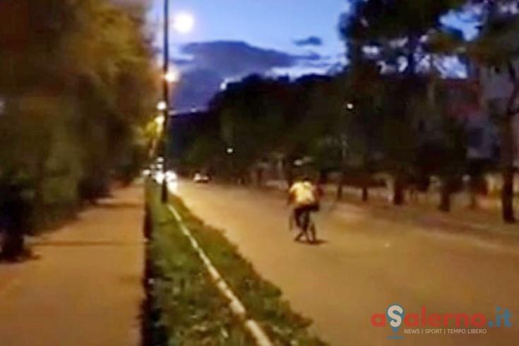 In bicicletta contromano sul Lungomare Marconi - aSalerno.it
