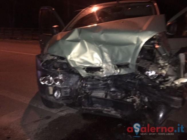 Incidente a Campolongo, impatto tra due auto: 4 feriti - aSalerno.it