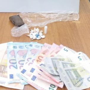 soldi e droga sequestrati dalla squadra mobile