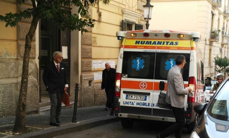 Sezione Fallimentare, la sua casa all'asta: donna accusa malore in via Papio - aSalerno.it