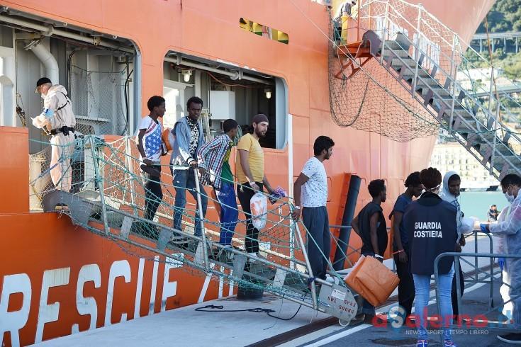 Sbarco a Salerno, scoperti due scafisti pakistani: hanno preso soldi per portare i migranti - aSalerno.it