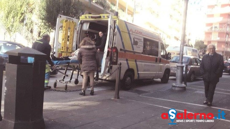 Salerno, anziana colta da un malore in piazza Sinno - aSalerno.it
