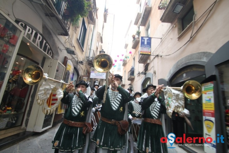 LE FOTO – Salerno Festival, i cori in sfilata cantano  'O sole Mio in piazza Portanova - aSalerno.it
