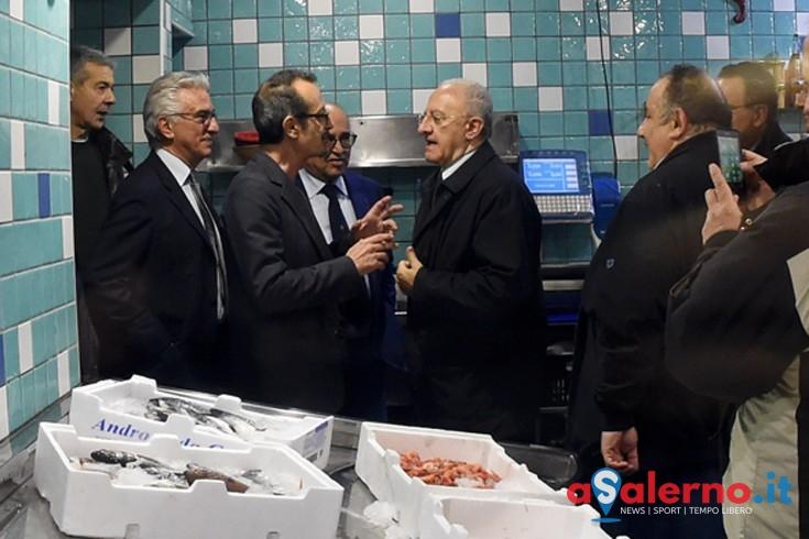 LA FOTO – Ammiratrici impazzite, Rocco Papaleo si nasconde in pescheria - aSalerno.it