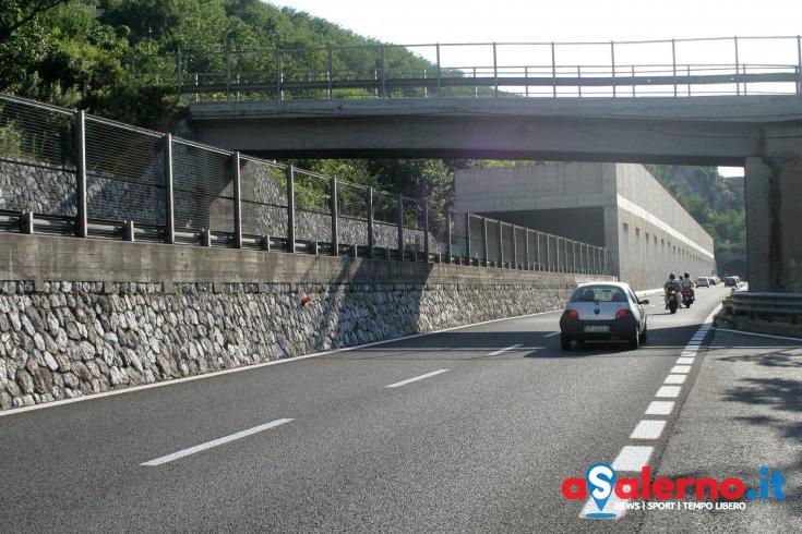 Perde il controllo dell'auto sull'autostrada tra Cava e Vietri, donna trasportata al Ruggi - aSalerno.it