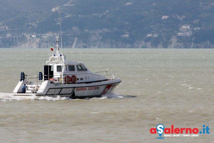 Pescava illegalmente pesce limone nelle acque della Costiera, scatta la sanzione - aSalerno.it