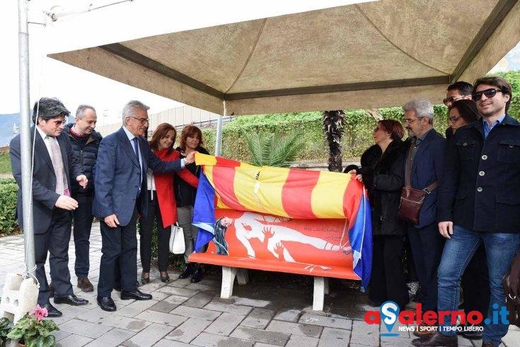 """Giornata contro la violenza sulle donne: inaugurata a Salerno la """"panchina rossa"""" – FOTO - aSalerno.it"""