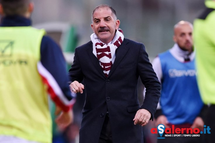 Costa caro il petardo scoppiato vicino l'assistente, 12mila euro di multa alla Salernitana - aSalerno.it
