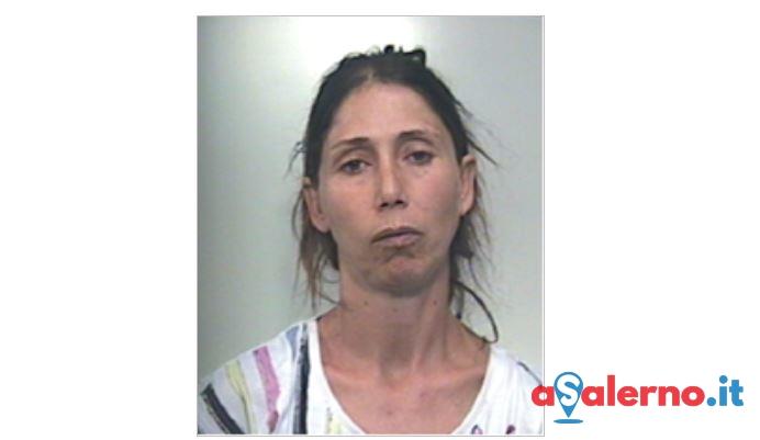 Ruba borse dalle auto insieme al figlio 15enne, arrestata mamma a Pontecagnano - aSalerno.it