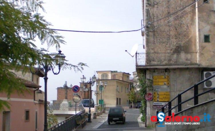 Incidente domestico a Castelcivita, bimbo mette la mano nel tritacarne elettrico - aSalerno.it