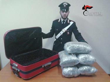 Viaggiava in autostrada con 11 kg di droga nascosta in un trolley, arrestato un carpentiere - aSalerno.it