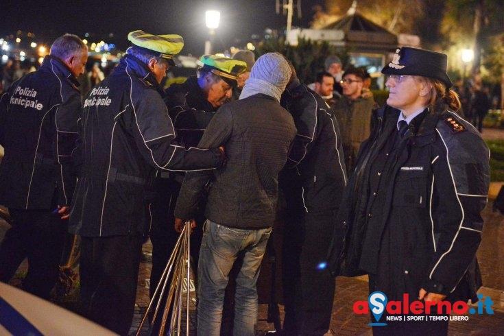 Ennesimo sequestro a venditori ambulanti abusivi sul Lungomare - aSalerno.it