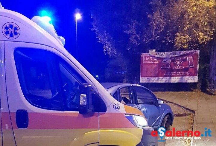 Si ribaltano con l'auto in via San Leonardo, trasportati al pronto soccorso – FOTO - aSalerno.it