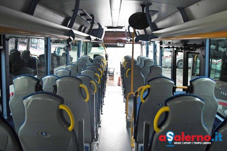 Rinviata gita scolastica, bus datato: i genitori rifiutano di far partire i figli - aSalerno.it