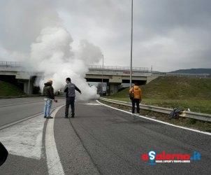 incendio auto pontecagnano