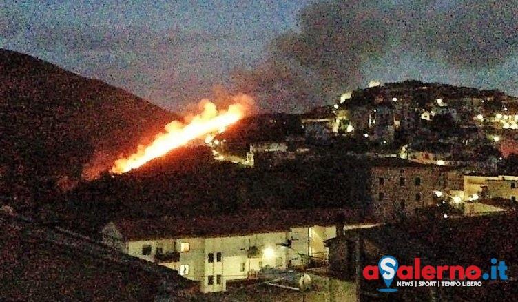 In fiamme discarica a Monte San Giacomo: diverse ore per domare le fiamme - aSalerno.it