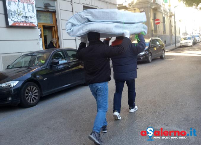 """Effetto """"Koinè"""", dopo la chiusura i migranti dormono per strada - aSalerno.it"""