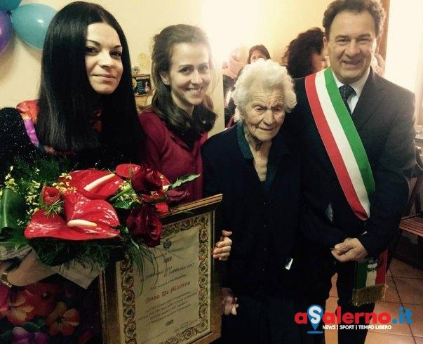 Spegne 100 candeline, festa al Comune di Pellezzano per la signora Anna - aSalerno.it