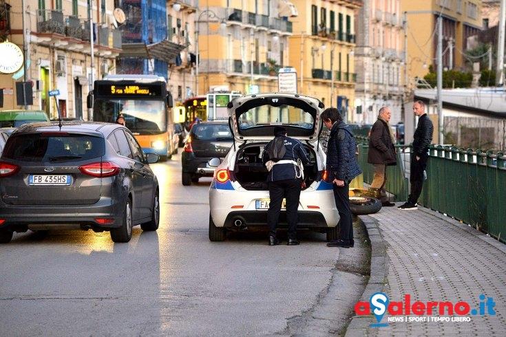 Cardiopatico accusa malore mentre guida e urta un camion in via Ligea - aSalerno.it