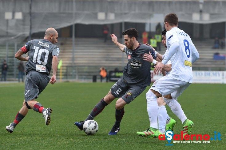 Salernitana-Novara:0-0, primo tempo nervoso con 4 cartellini - aSalerno.it