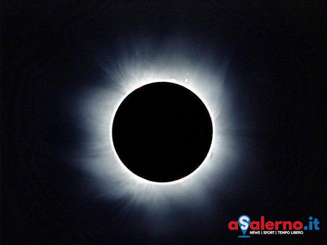 Eclissi lunare, questa notte a Salerno tutti con i nasi all'insù - aSalerno.it