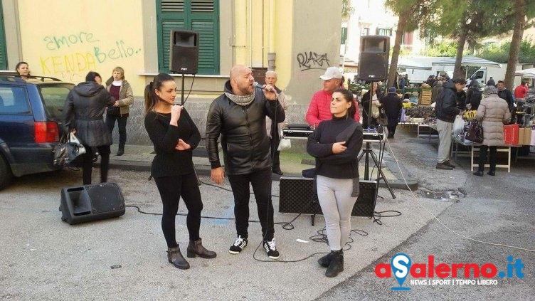 Originale serenata d'amore al mercato di via Piave – LE FOTO - aSalerno.it