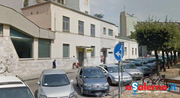 Raid vandalico alle Poste di Battipaglia, colla su porta d'ingresso e bancomat - aSalerno.it
