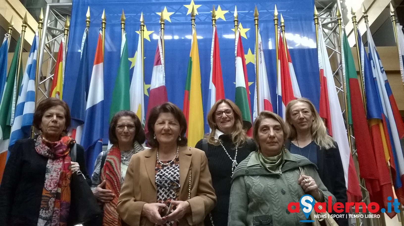 Le donne del cif di salerno al parlamento europeo di for Parlamento italiano storia