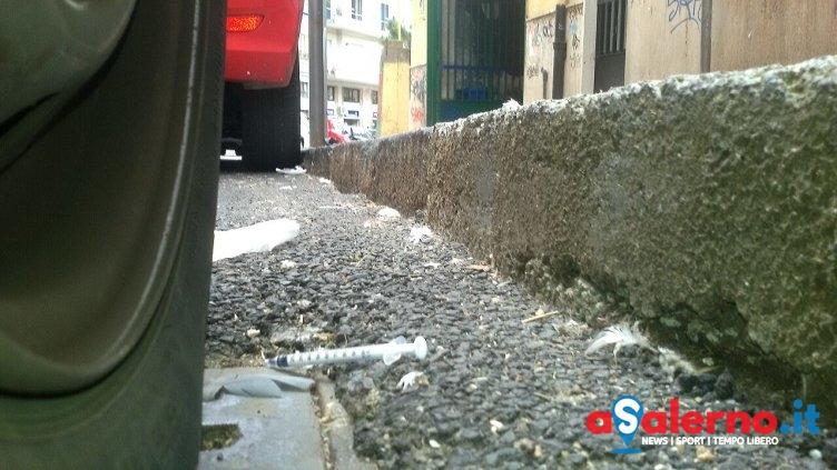 Tossicodipendenza, ancora siringhe e sangue in via San Giovanni Bosco – LE FOTO - aSalerno.it