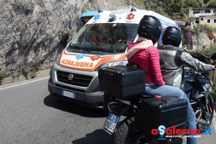 Giovane in Vespa perde il controllo e si schianta sul marciapiede a Maiori - aSalerno.it