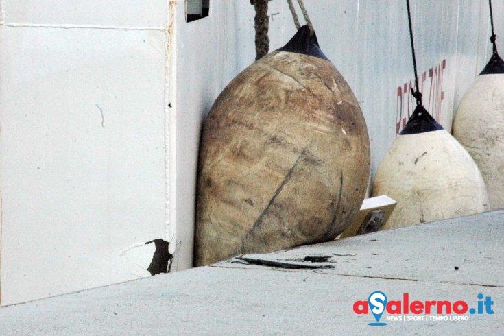Condizioni metereologiche avverse, la nave con i migranti impatta sulla banchina - aSalerno.it