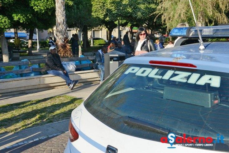 Passa a due minorenni dosi di marijuana, poi scappa: arrestato gambiano sul lungomare - aSalerno.it