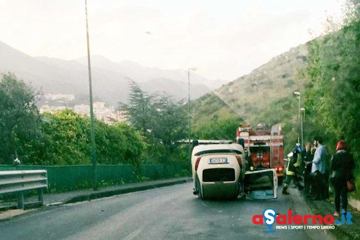 Ancora incidenti a causa della pioggia, auto si ribalta in via Panoramica - aSalerno.it