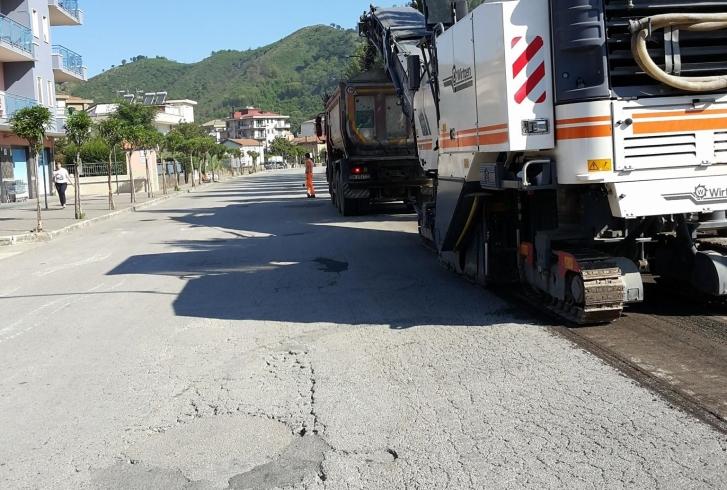 Strade dissestate a Baronissi, dopo anni a lavoro le macchine asfaltatrici – FOTO - aSalerno.it
