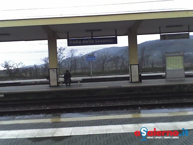 Guasto alla linea elettrica: ritardi e disagi per i pendolari del Cilento - aSalerno.it