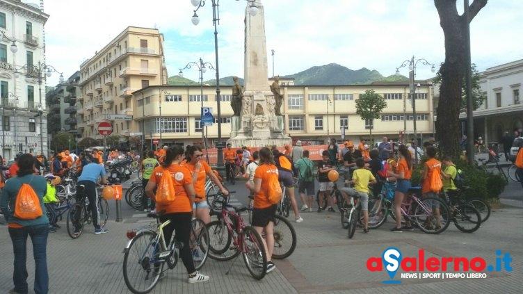 Pedalando per la Città, pronti a partire bambini, appassionati e intere famiglie – FOTO - aSalerno.it