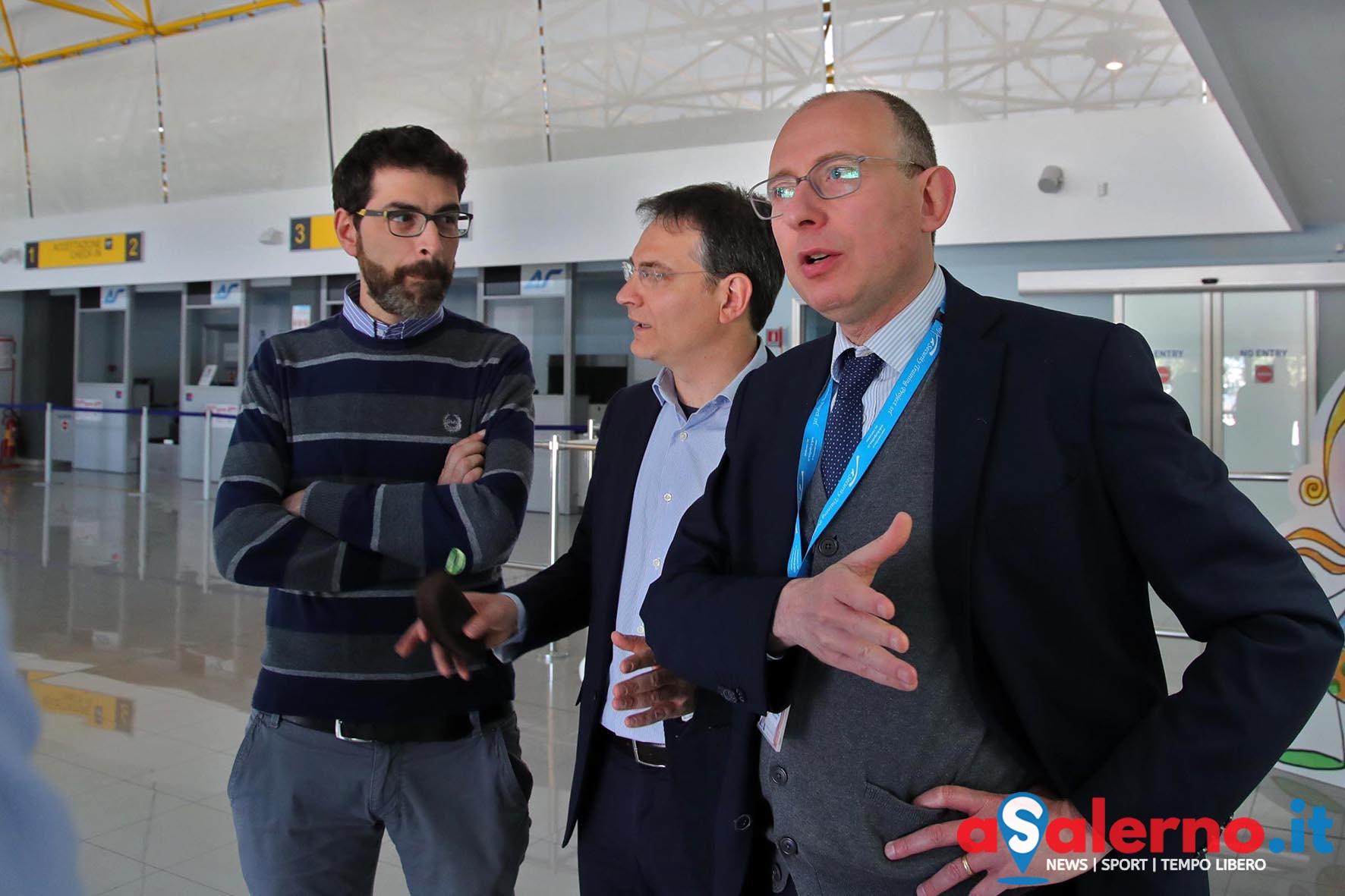 I parlamentari del m5s in visita all 39 aeroporto costa d for I parlamentari