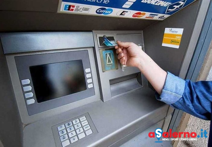 Bomba carta allo sportello bancomat: ladri rubano bottino - aSalerno.it