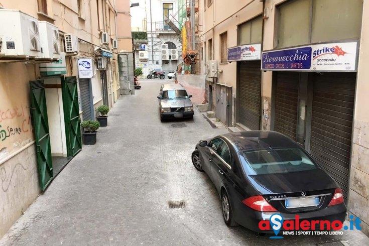 Sosta selvaggia a Salerno: l'ira dei commercianti e residenti - aSalerno.it