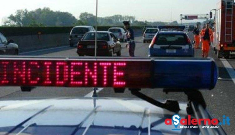 Scontro tra due tir in autostrada, traffico paralizzato - aSalerno.it