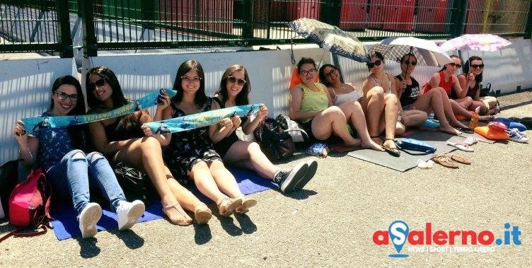 Grande attesa per il concerto di Tiziano Ferro, fan già in presidio all'Arechi – FOTO - aSalerno.it