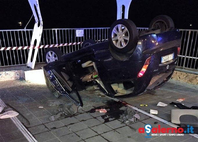 Incidente nella notte: auto si ribalta vicino al Lloyd's Baia Hotel: 4 giovani in ospedale - aSalerno.it