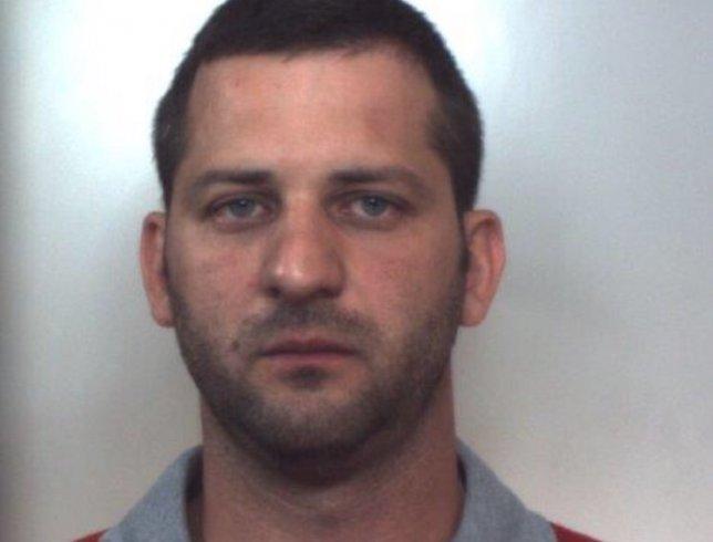 Armi, droga ed esplosivi in casa : arrestato Roberto Caputo - aSalerno.it