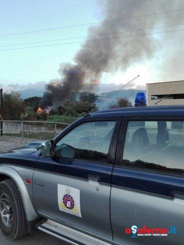 Salerno, incendio nei pressi del cementificio - aSalerno.it