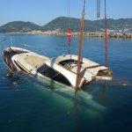 barca affondata